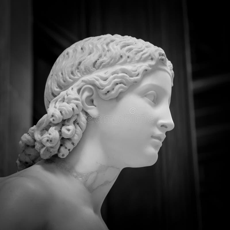 Cabeça de mármore branca da jovem mulher imagens de stock