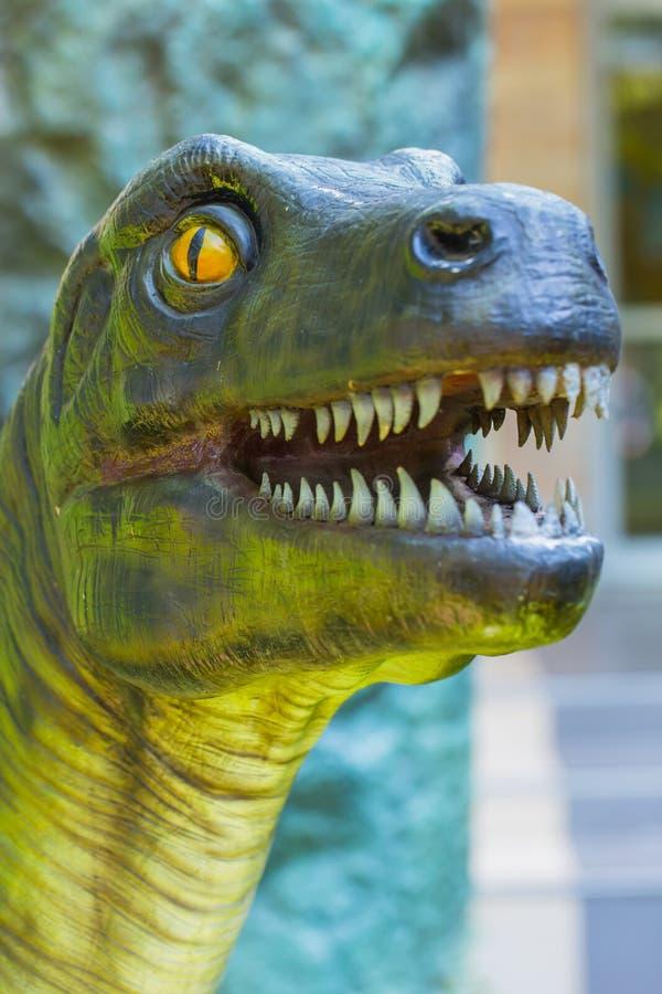 Cabeça do dinossauro do close up fotografia de stock royalty free