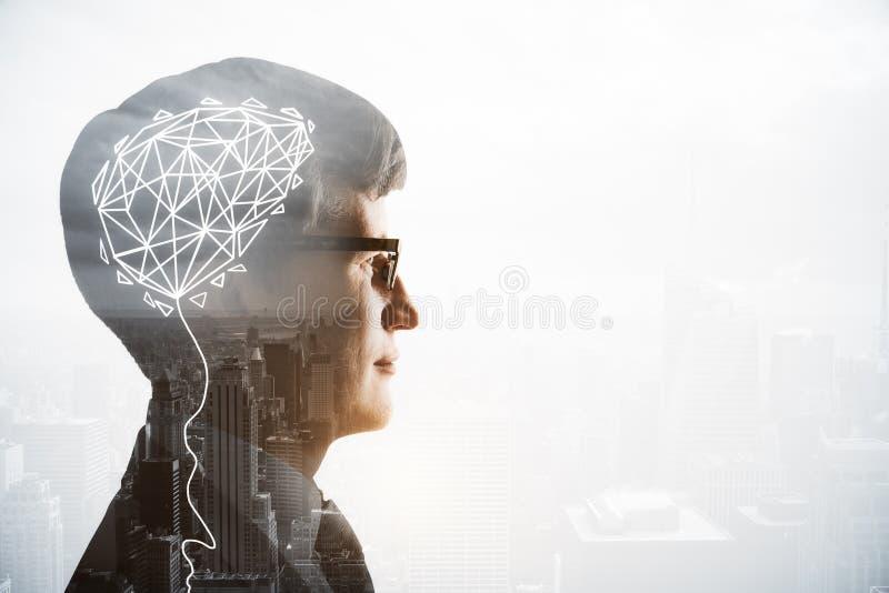 Cabeça do homem de negócios com cérebro digital fotografia de stock