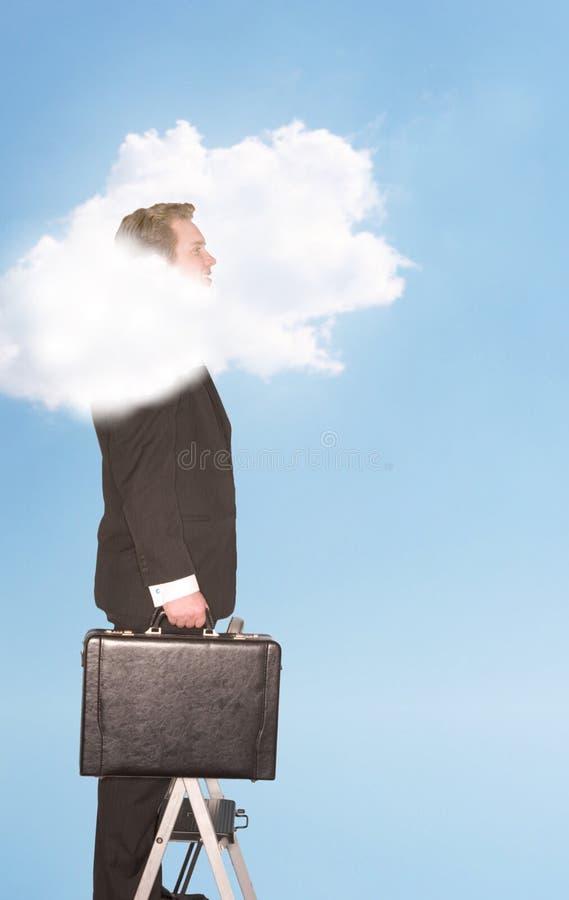 Cabeça do homem de negócios nas nuvens fotos de stock royalty free