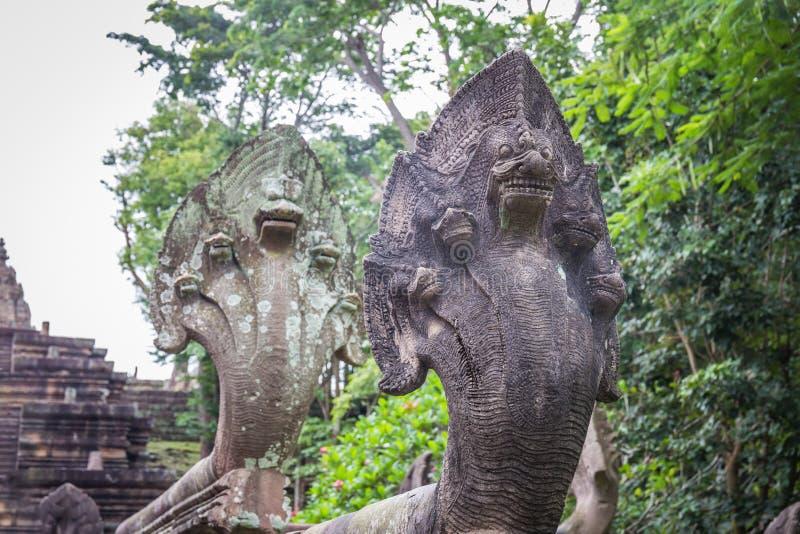 A cabeça do Naga ou a serpente grande cinzelam no parque histórico do degrau de Phanom construído pela rocha na província do buri fotos de stock