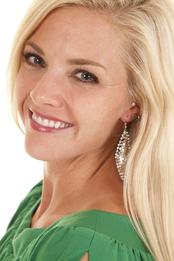 Cabeça superior verde do sorriso do olhar da mulher foto de stock royalty free