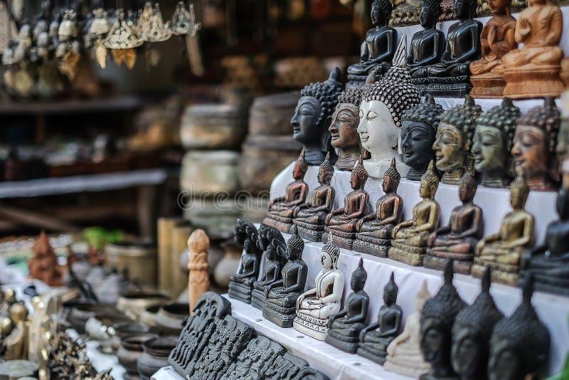 Cabe?a da Buda na loja de lembran?as local na ?rea hist?rica de Bagan, Myanmar fotos de stock