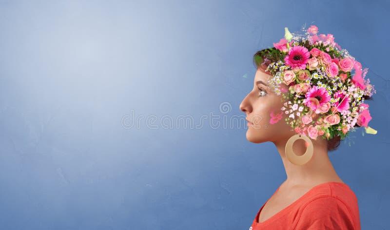 Cabe?a florescida com flores coloridas fotografia de stock royalty free