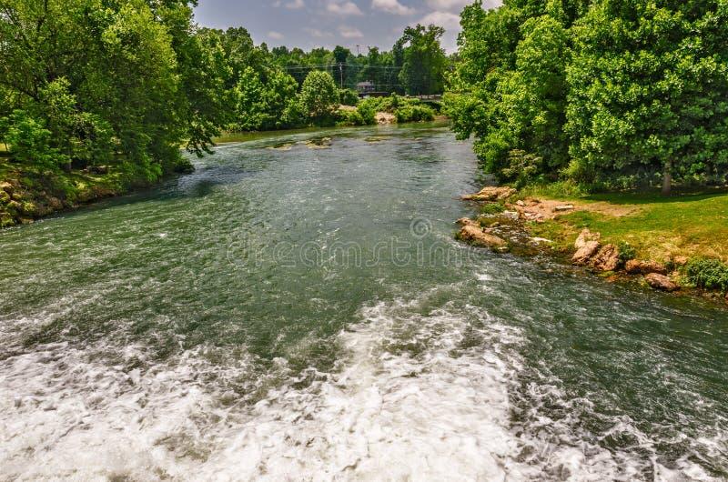 Cabecera del río de la primavera foto de archivo libre de regalías