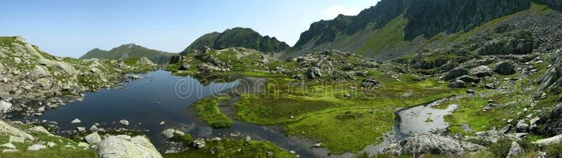 Cabecera del Web page con las montañas imágenes de archivo libres de regalías