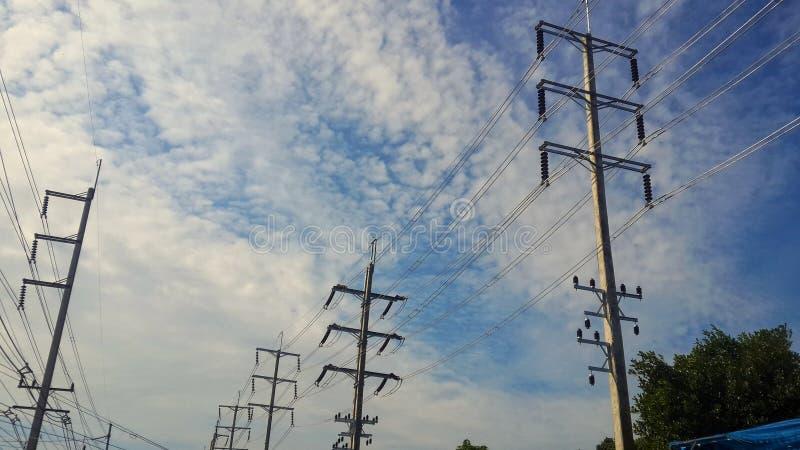 Cabel och himmel royaltyfria bilder