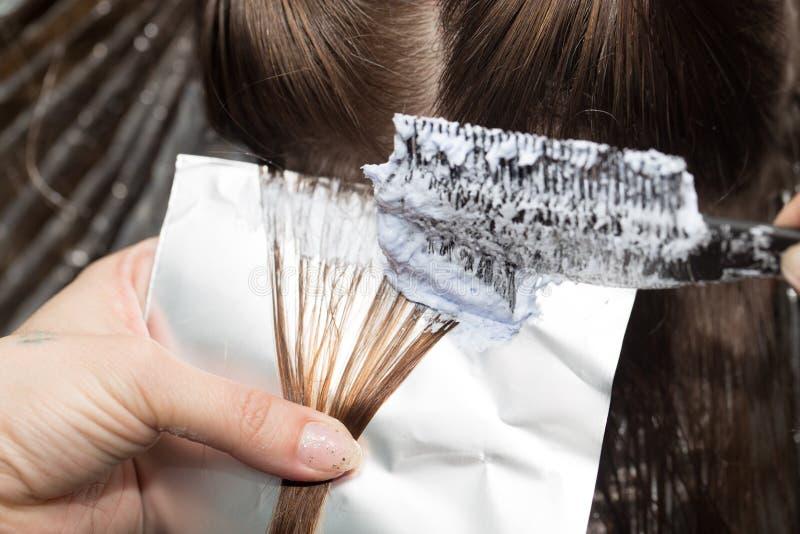 Cabelo do Weave em um salão de beleza imagens de stock