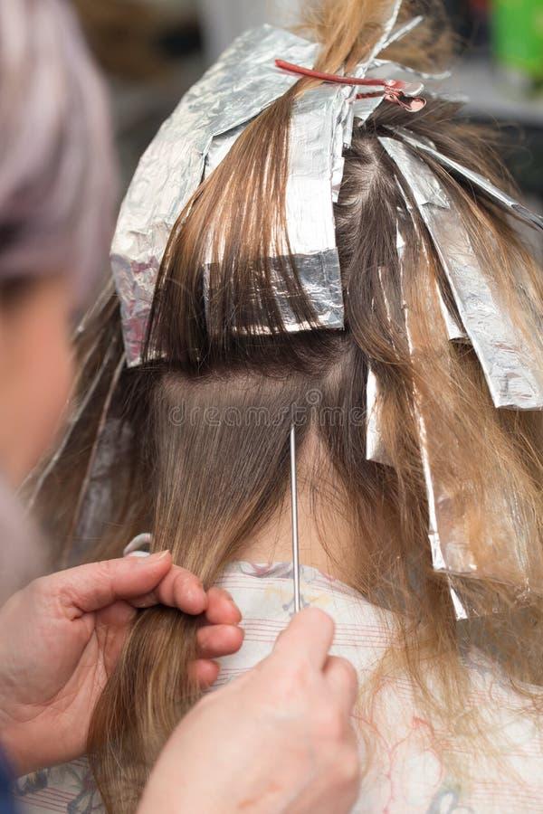 Cabelo do Weave no salão de beleza fotos de stock