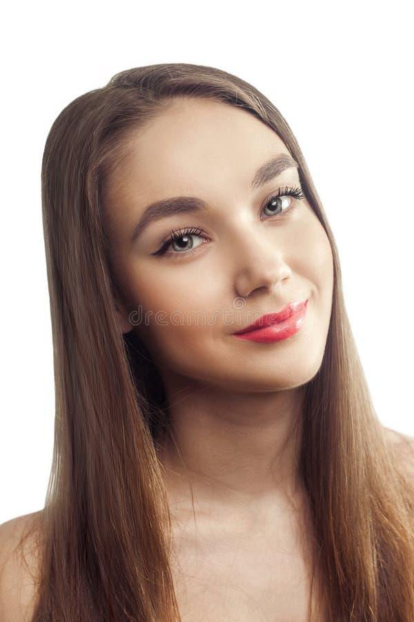 Cabelo longo do retrato do estúdio da forma do encanto do sorriso da menina da beleza imagens de stock royalty free
