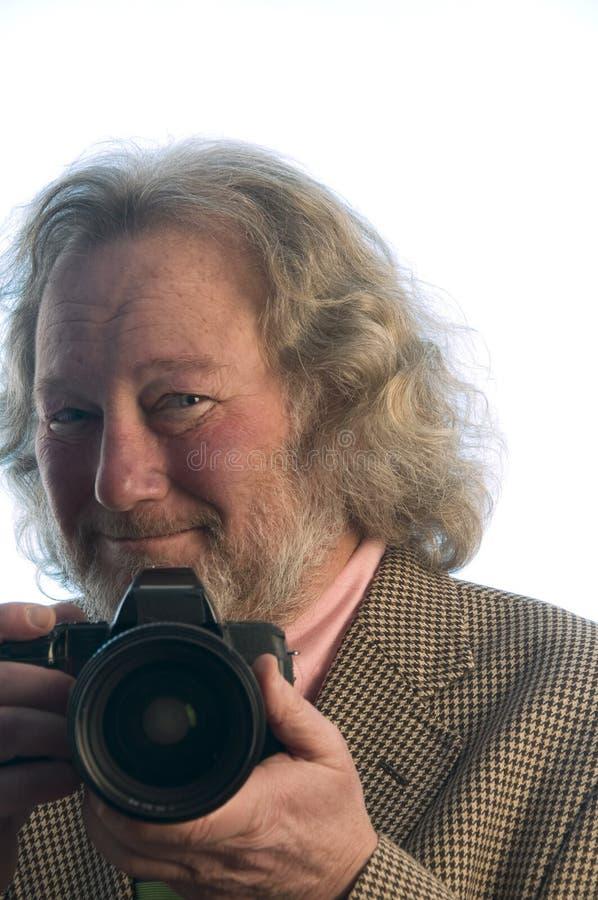 Cabelo longo profissional do homem sênior do fotógrafo imagem de stock royalty free