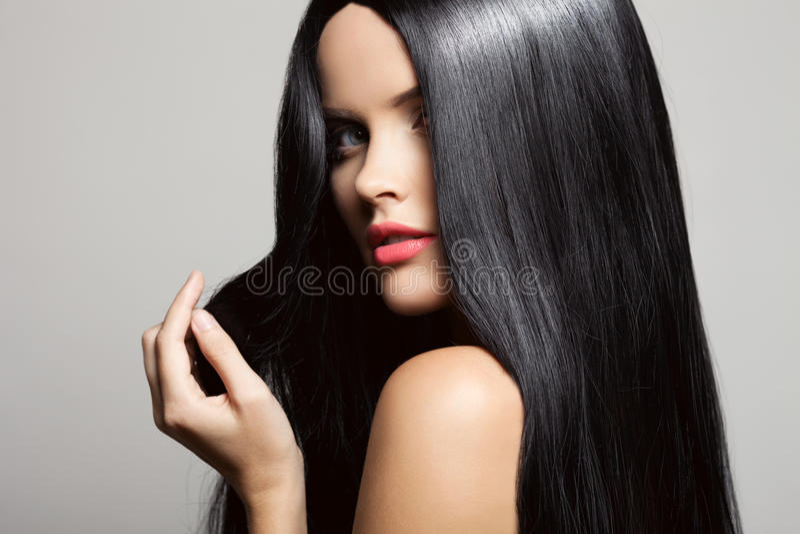 cabelo Menina moreno bonita Cabelo longo saudável fotos de stock royalty free