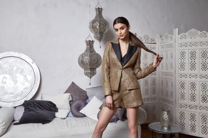 Cabelo moreno Marrocos árabe do leste da mulher 'sexy' bonita imagens de stock