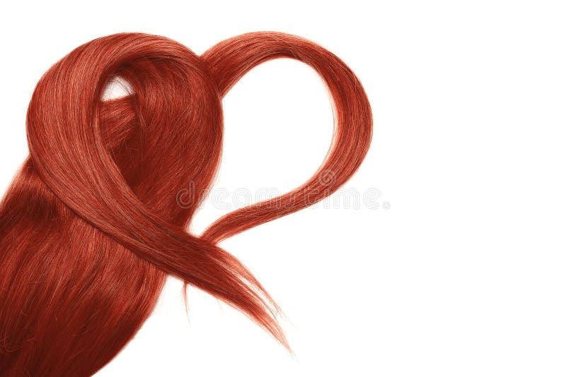 Cabelo vermelho na forma do coração, isolada no fundo branco fotografia de stock