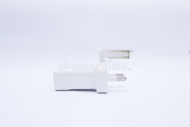 Cabeza/adaptador blancos del cargador USB en un fondo blanco fotografía de archivo libre de regalías
