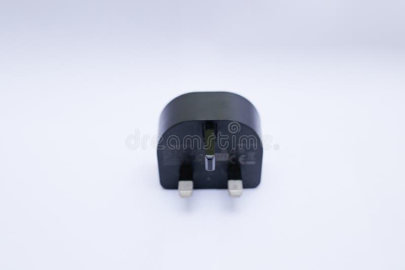 Cabeza/adaptador negros del cargador USB en un fondo blanco fotos de archivo libres de regalías