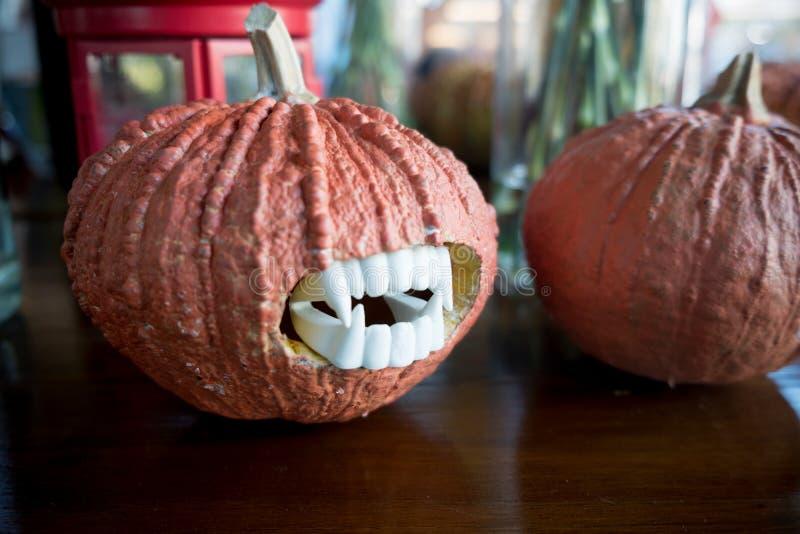 Cabeza de la calabaza de Halloween Halloween que talla ideas imagen de archivo