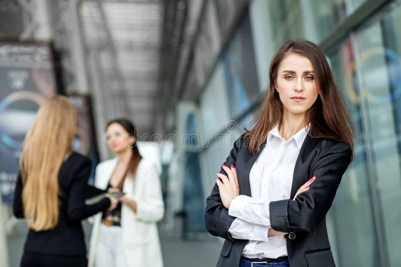 Cabeza de la mujer de la compañía Concepto para el negocio, el márketing, las finanzas, el trabajo, el planeamiento y la forma de imágenes de archivo libres de regalías