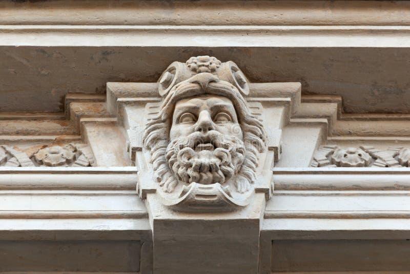 Cabeza de un hombre con una barba imagenes de archivo