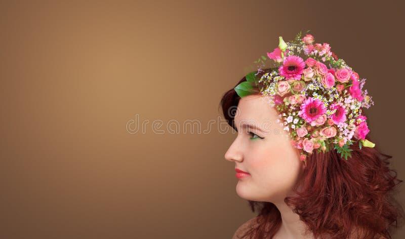 Cabeza florecida con las flores coloridas imágenes de archivo libres de regalías
