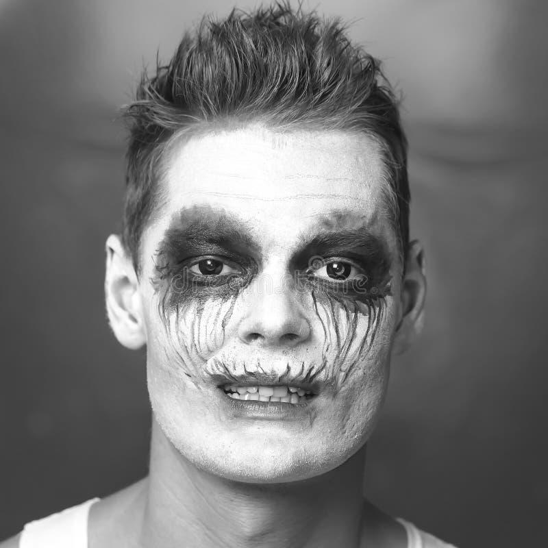 Cabeza masculina de los zombis de Halloween del maquillaje de la cara del retrato fotografía de archivo