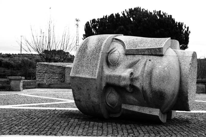 Cabeza monocromática de la estatua fotos de archivo