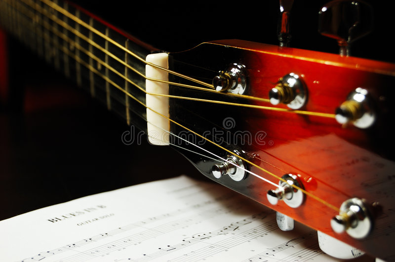 Cabezal De La Guitarra Y Clavijas De Adaptación Imagen de archivo