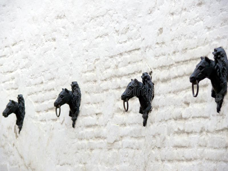 Cabezas de caballo del metal fotos de archivo