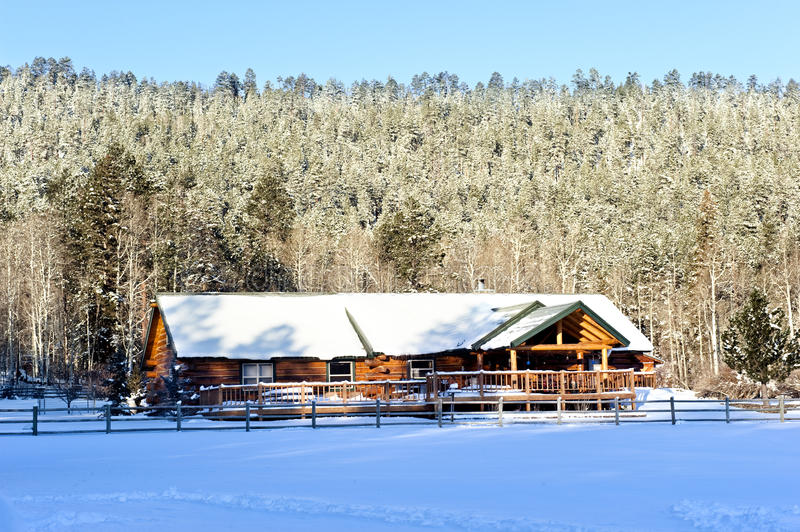 Download Cabin In Snow Royalty Free Stock Photos - Image: 22655598