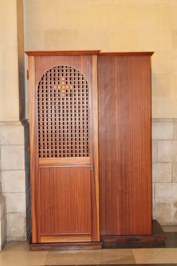 Cabina de la confesión en la iglesia del ` s de San José, Nazaret, Israel fotografía de archivo