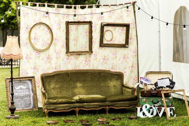 Cabina de la foto de la boda al aire libre fotografía de archivo