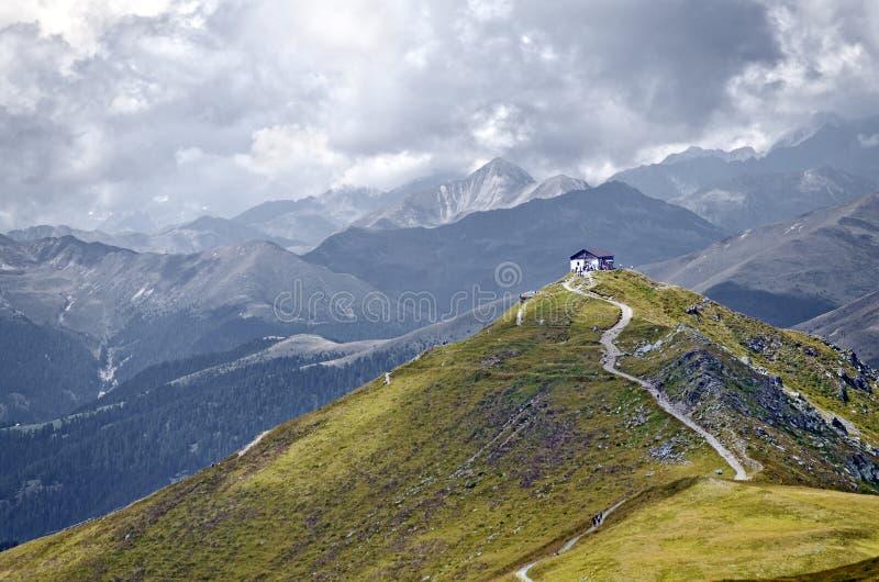 Cabina de la montaña en Monte Elmo imagenes de archivo