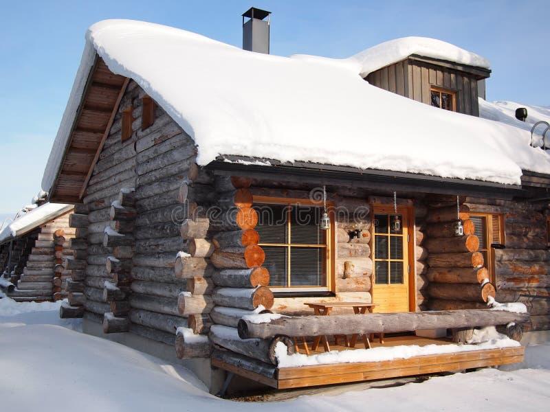 Cabina de registro nevada tradicional imagen de archivo libre de regalías