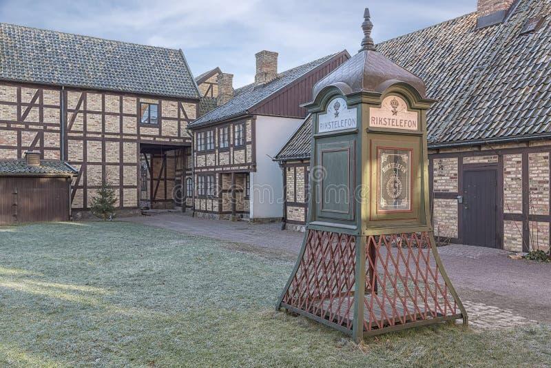 Cabina de teléfono al aire libre del museo de Fredriksdal imágenes de archivo libres de regalías