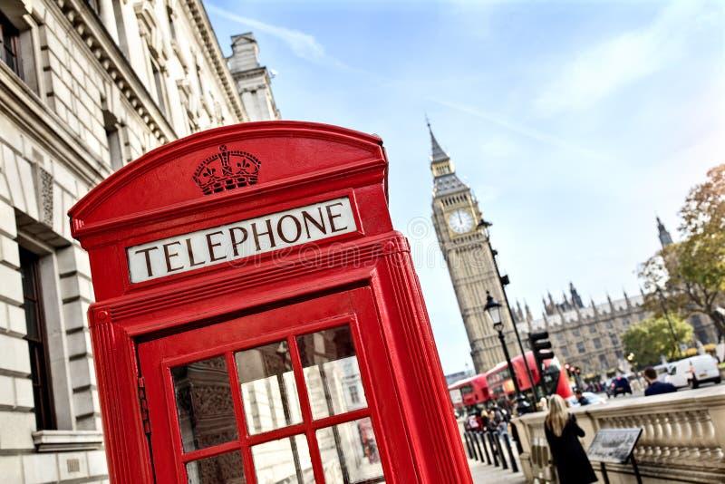 Cabina de teléfono de Londres y Ben grande imágenes de archivo libres de regalías