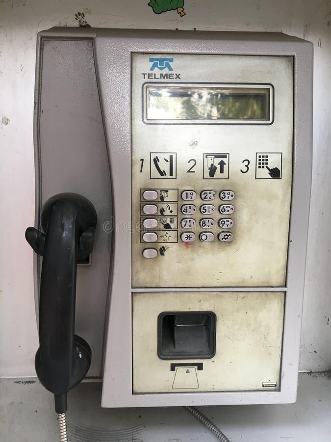Cabina de teléfono sucia foto de archivo libre de regalías