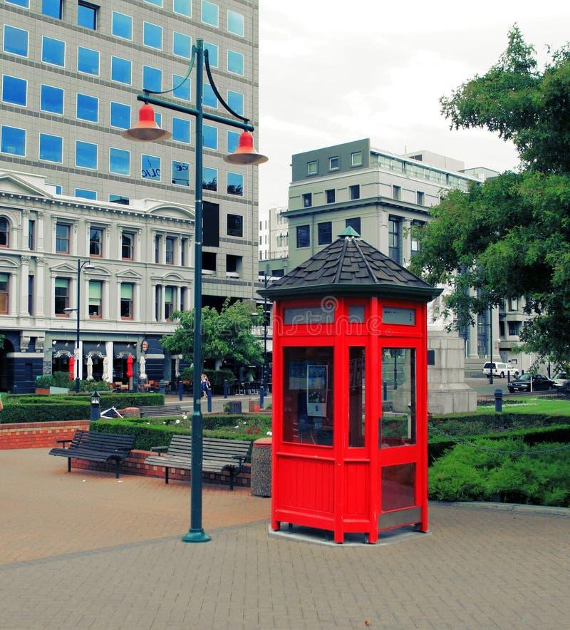 Cabina de teléfonos roja de Nueva Zelandia imágenes de archivo libres de regalías
