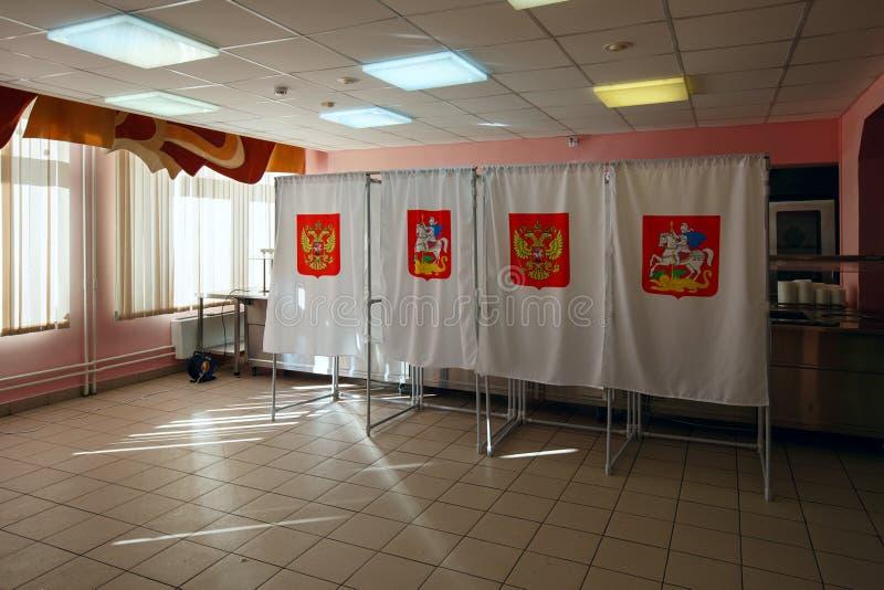 Cabina de voto em uma estação de votação, usada para eleições presidenciais do russo o 18 de março de 2018 Cidade de Balashikha,  fotos de stock royalty free