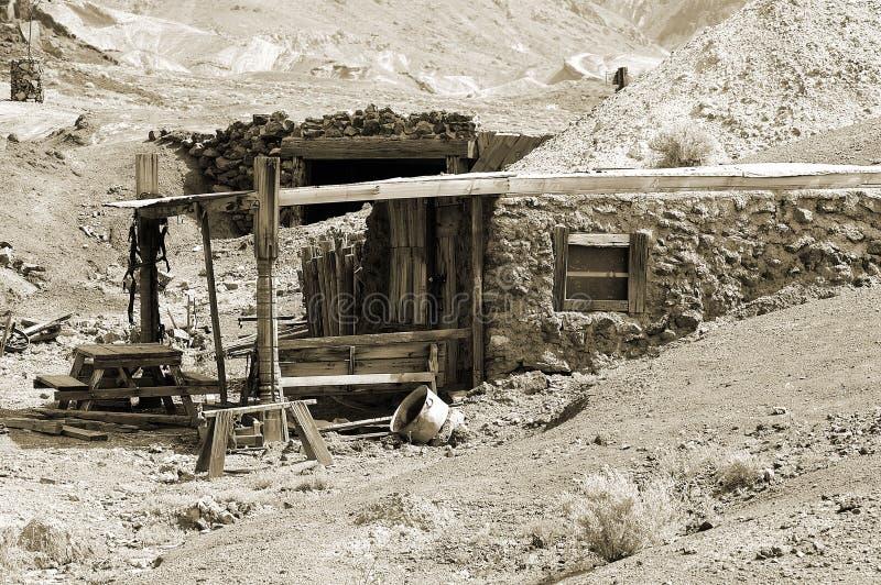 Download Cabina dei minatori fotografia stock. Immagine di architettura - 96718