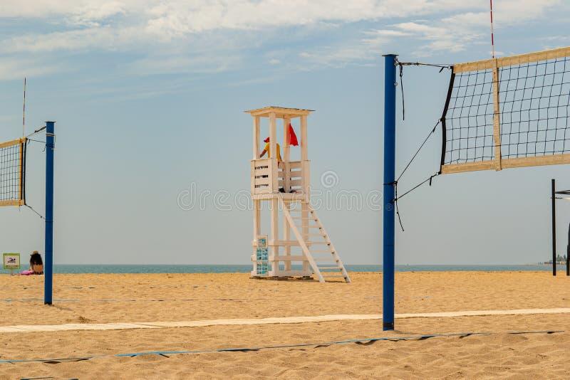 Cabina del bagnino sulla spiaggia fotografie stock