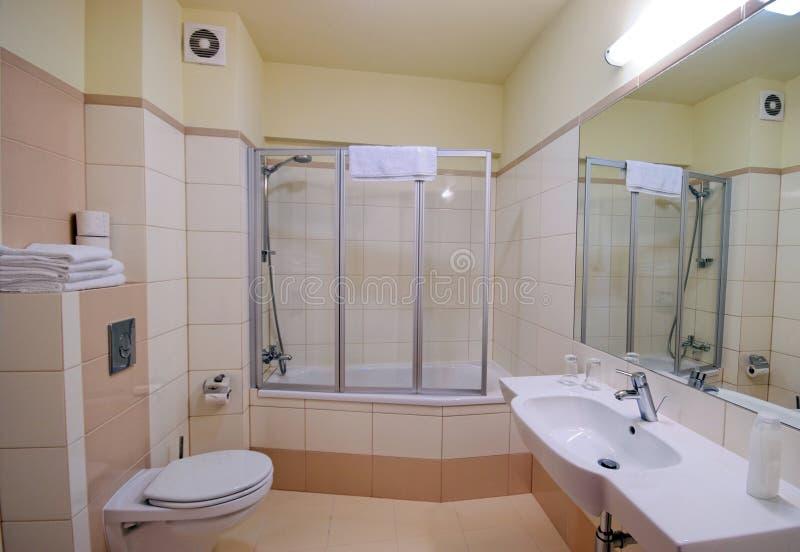 Cabina dell'acquazzone della stanza da bagno fotografia stock