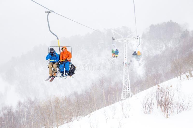 Cabina di funivia della montagna della neve, Elbrus, Russia immagine stock libera da diritti
