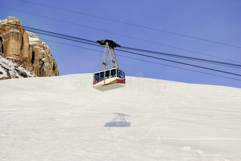 Cabina di funivia in inverno fotografia stock libera da diritti