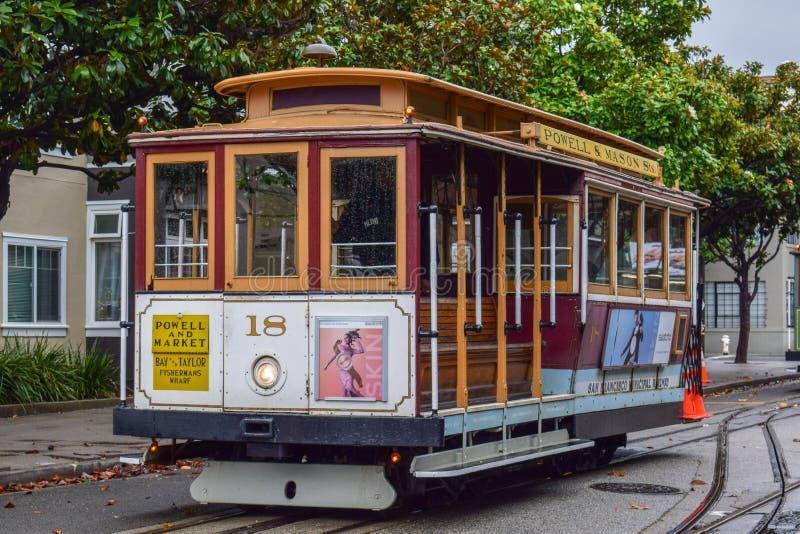 Cabina di funivia vuota del primo piano a San Francisco, CA immagini stock
