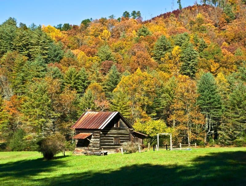 Cabina di libro macchina nella valle/autunno immagine stock libera da diritti