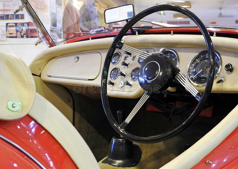 Cabina di pilotaggio dell'automobile sportiva di Triumph TR3/interno britannici immagini stock