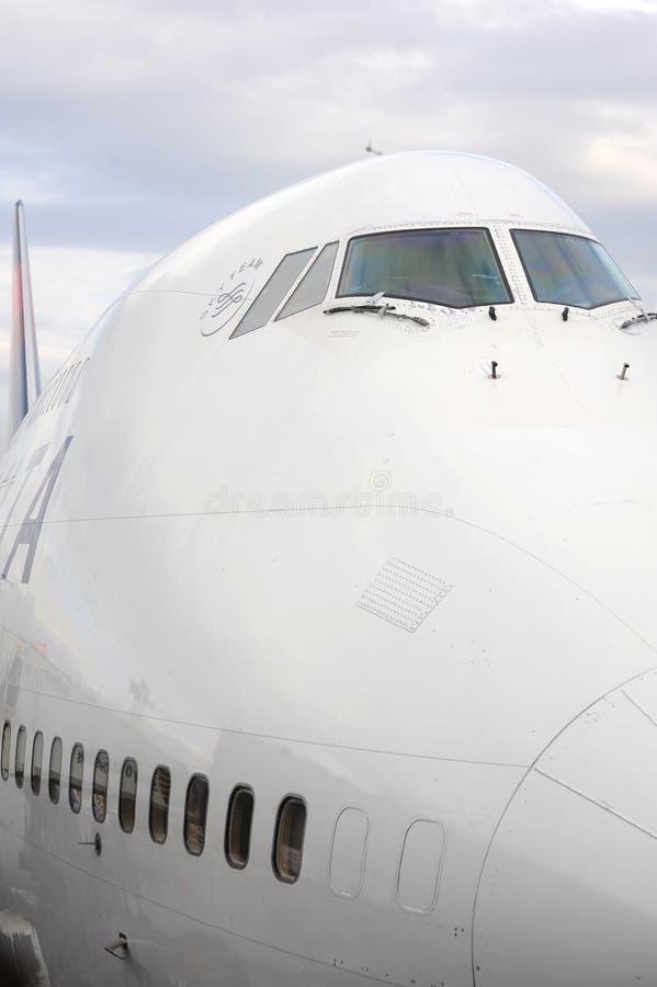 Cabina di pilotaggio di boeing 747 fotografia stock for Cabina principale delta