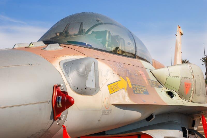 A cabina do piloto 'do plano de avião de combate do falcão F-16 de combate 'indicado na força aérea israelita MU imagem de stock royalty free