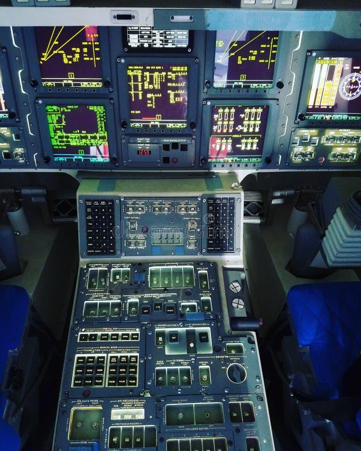 Cabina do piloto da independência do vaivém espacial foto de stock
