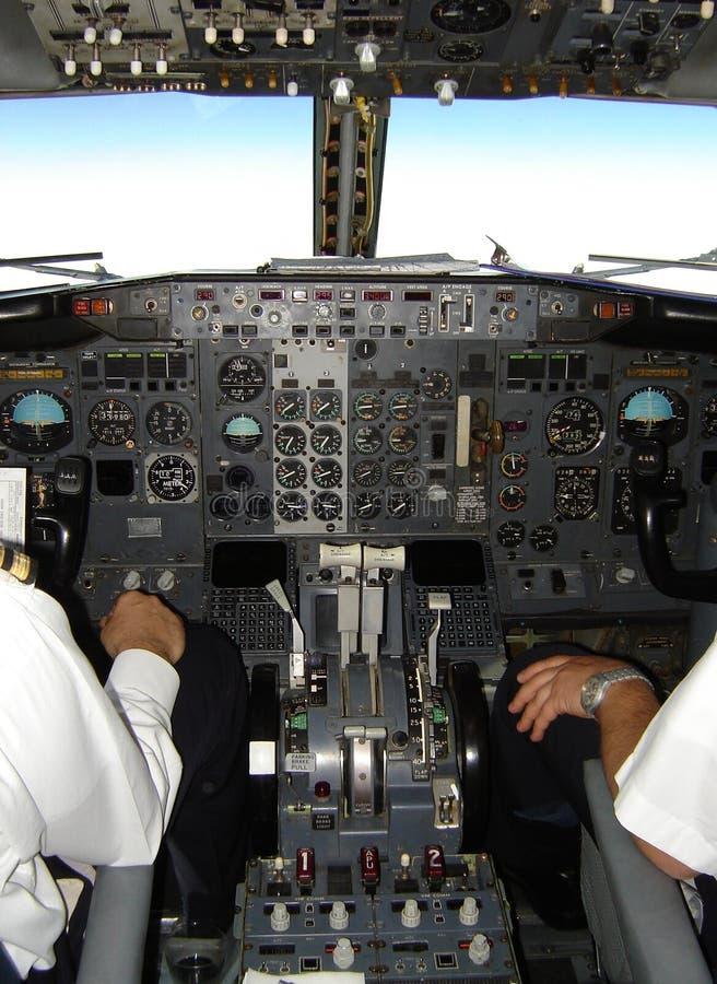 Cabina do piloto de Boeing 737 foto de stock